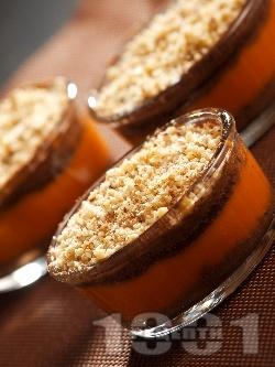 Бърз, лесен и диетичен домашен крем десерт от тиква, бисквити и орехи - снимка на рецептата